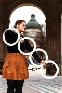 Kathrin Wagner Kathrings ring juggling juggler in line female juggler